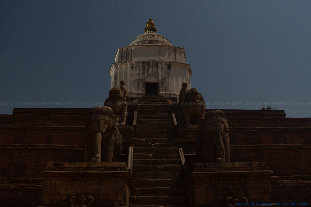 Night shot of Fasidega Temple